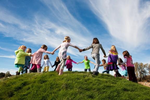 kids-community-service-play